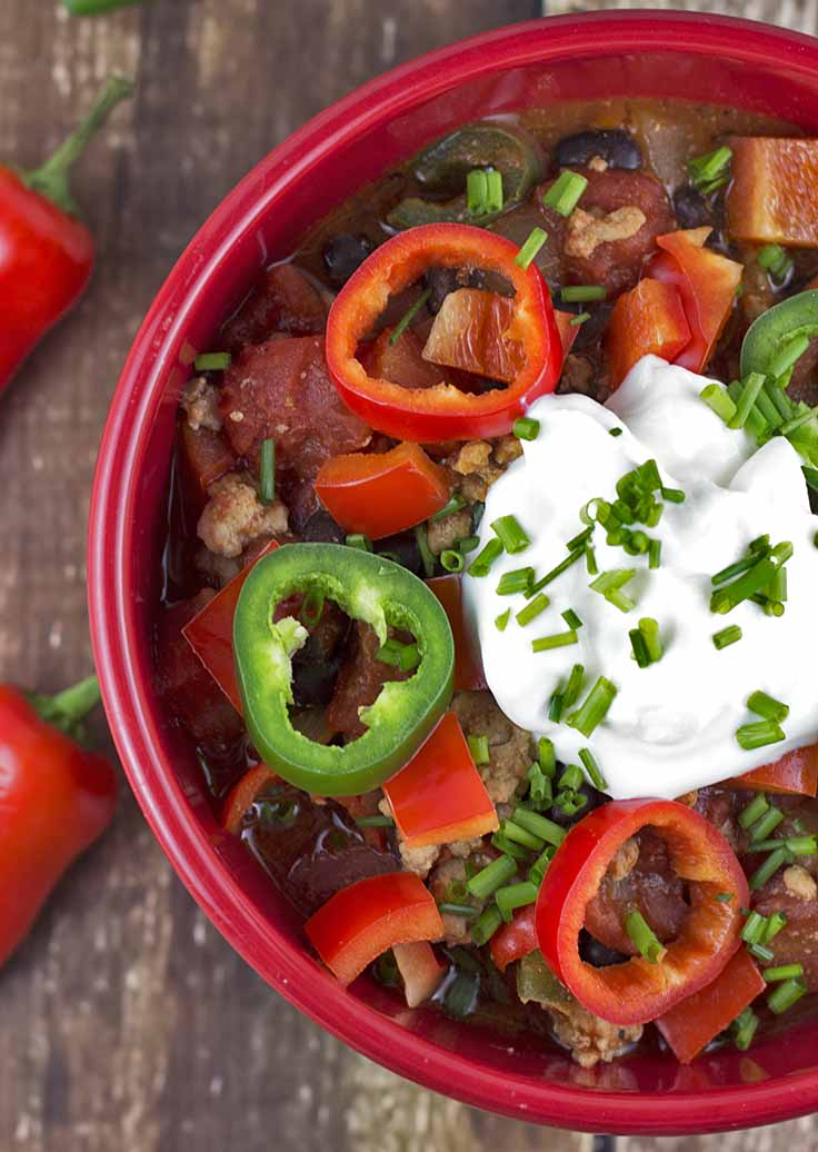 Healthy & Easy Turkey Chili – I love this recipe because it's so easy to make, tasty, and has great nutritional values. Perfect for when I want to lose a little weight │ TheFitBlog.com