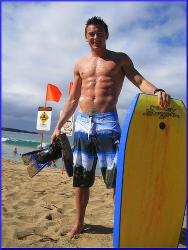 Kyle Cochran surfing with diabetes